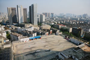 A Chinese driving school leased the rooftop of a shopping centre and started to use it as a training centre