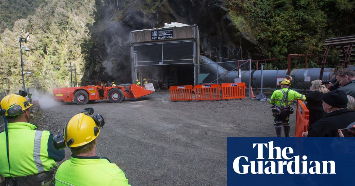 Pike river mine families accept end of mission to find victims 'with heartbreak'