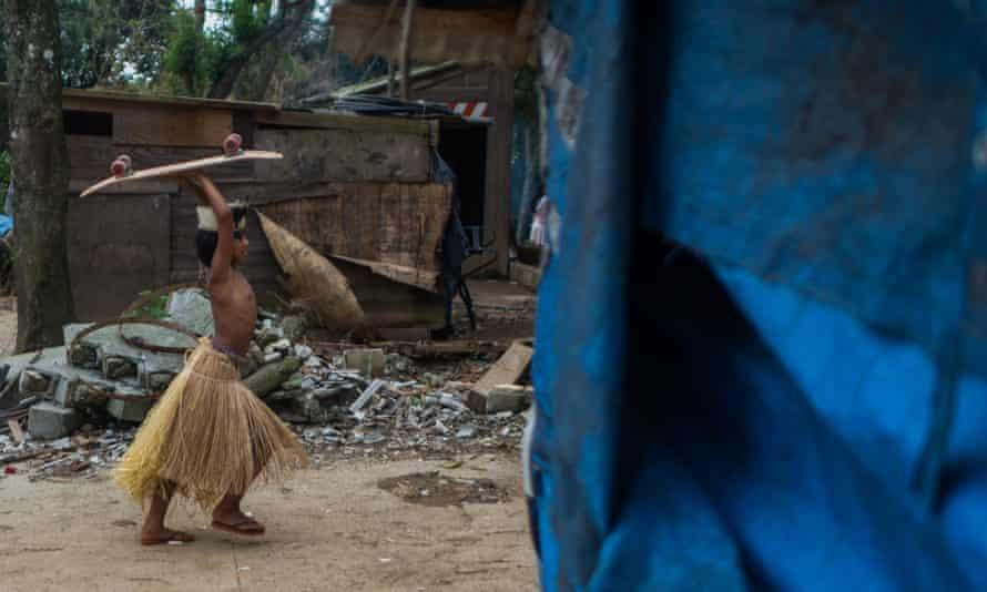 A child in the Guaraní community Tekoa Itakupe