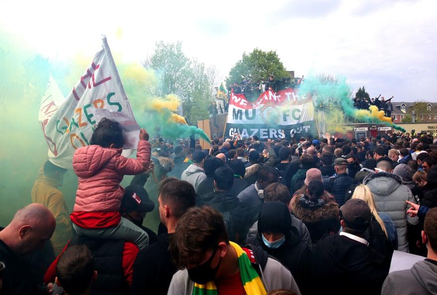 Матч Манчестер Юнайтед - Ливерпуль отложен из-за массовых протестов болельщиков - изображение 2