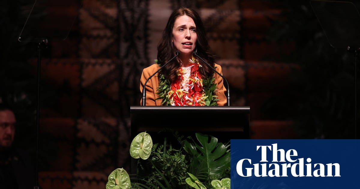 Jacinda Ardern apologises over New Zealand 'dawn raids' in 1970s – video