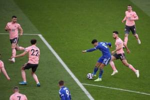 در جریان برد 5-0 لستر ، ایوز پرز باعث خرابی در دفاع شفیلد یونایتد شد.