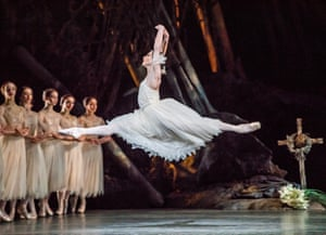 Francesca Hayward in Giselle.