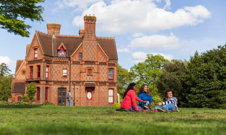 Students outside of Foxhill House at the University of Reading's Whiteknights campus.