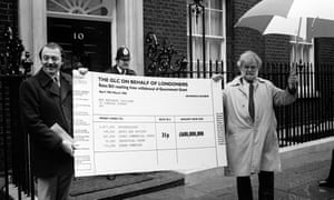 Ken Livingstone and Illtyd Harrington, protesting at 10 Downing Street with giant 'cheque' banner
