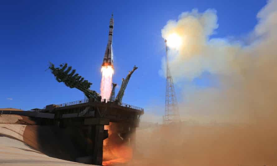 La nave espacial Soyuz MS-19 fue lanzada desde Baikonur, Kazajstán.
