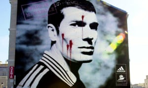 Giant portrait of Zinédine Zidane stained by paint in 2000