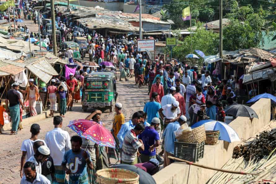 Rohingya refugees gather at a market
