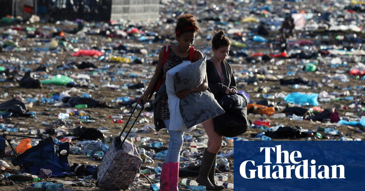 Glastonbury festival bans plastic bottles
