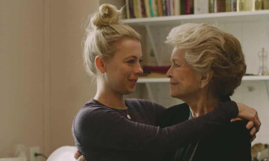 Ellen Burstyn with Iliza Shlesinger in Pieces of a Woman.