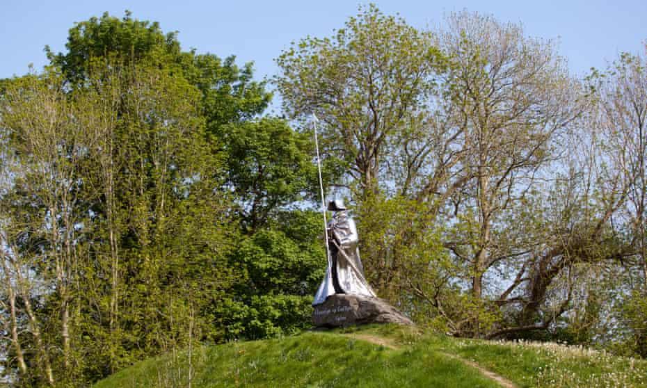 Statue of Llywelyn ap Gruffydd Fychan in Llandovery.