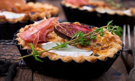 A tart with figs, goat's cheese and thyme.