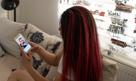 Bahar (not her real name) looks at a Snapchat photo of Simge Avcı on her phone.