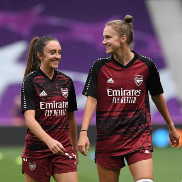 Vivianne Miedema warms up with her partner and teammate Lisa Evans before the Champions League quarter-final against PSG in August.