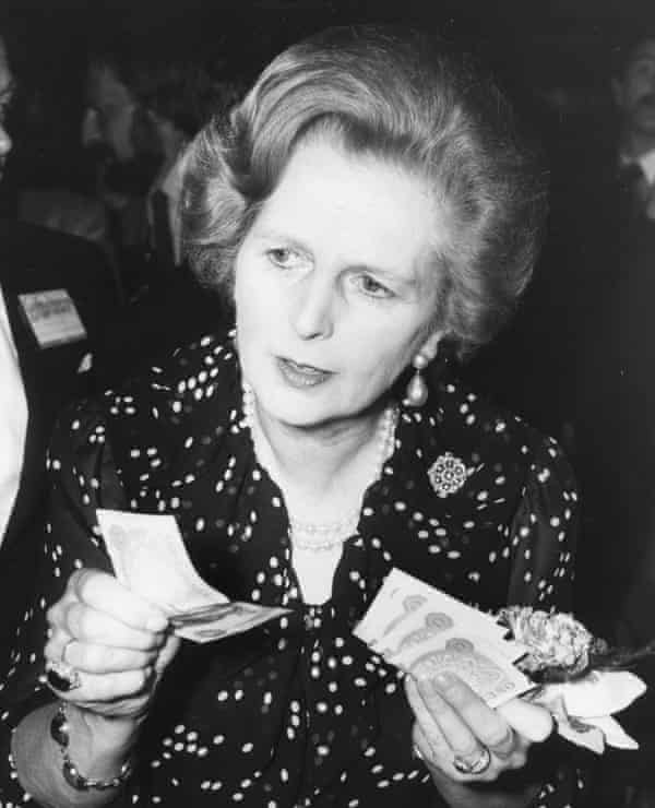 Margaret ThatcherBritish Prime Minister Margaret Thatcher holding a handful of one pound notes at a Tombola stall during a celebration ball, as part of the Conservative Party Conference, Brighton, October 10th 1980. (Photo by Graham Turner/Keystone/Hulton Archive/Getty Images)