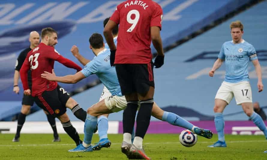 Luke Shaw scores Manchester United's second goal