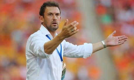 Tony Popovic in precarious position as Super Lig club board resigns