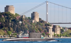A Russian submarine on the Bosphorus heads towards the Black Sea.