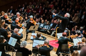 András Schiff conducting the OAE at the Royal Festival Hall.