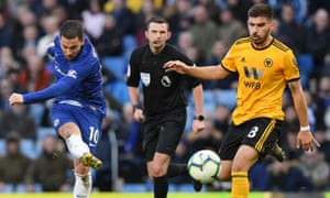 Chelsea's Eden Hazard struck from outside the area deep in injury time to earn a 1-1 draw at Stamford Bridge.