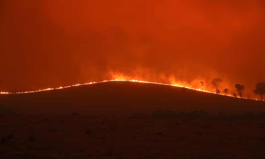 Fire approaches a property near Bredbo