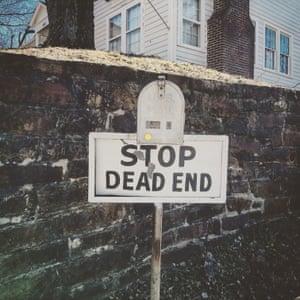 Dead end sign on East Dickson Street