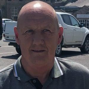 Dennis Richards in the grey shirt