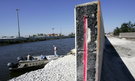 The levee of the 17th Street Canal, New Orleans, after it was breached during Hurricane Katrina.