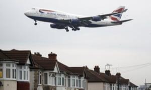 A plane approaches Heathrow
