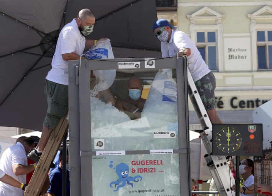 Koeberl's team dump ice cubes into his box