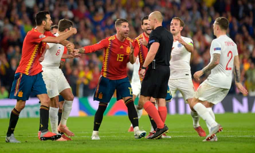 Sergio Ramos (centre) argues with Szymon Marciniak after the Polish referee decided not to award Spain a penalty in the second half.