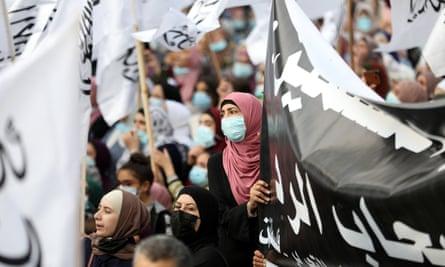 فلسطینی ها روز شنبه علیه امانوئل مکرون در شهر هبرون در کرانه باختری اعتراض کردند.