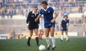 Ray Wilkins in action for Chelsea in the 1970s.