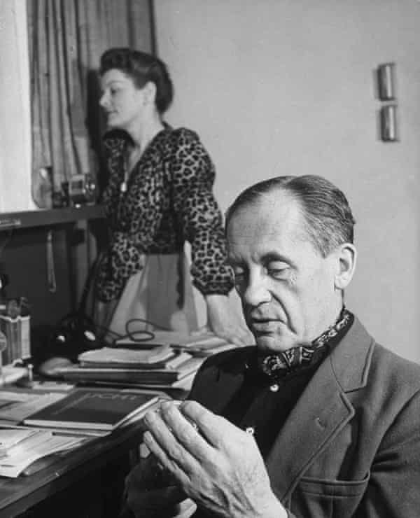 Gropius at home with his second wife, Ise, in 1950