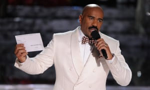 Steve Harvey with a card he couldn't read