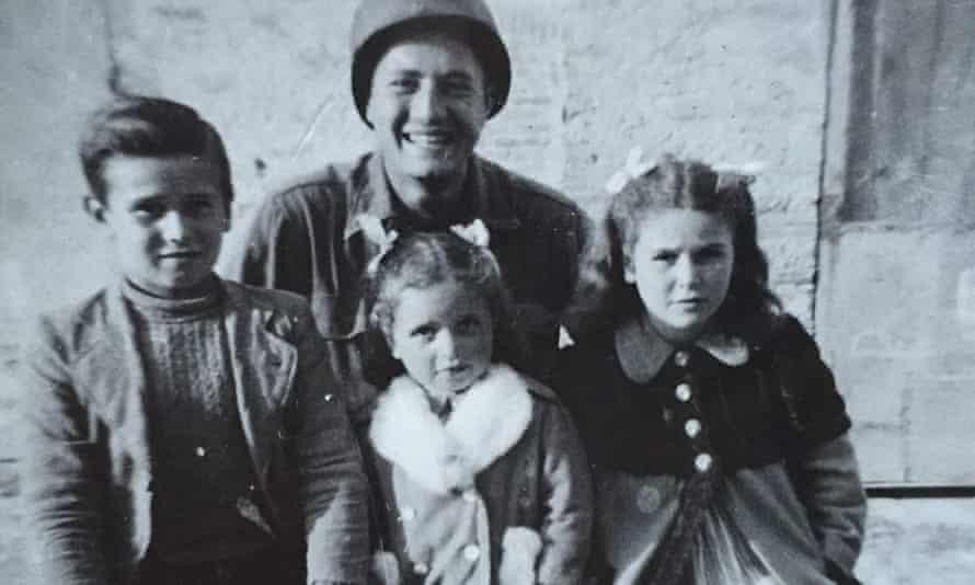 US soldier Martin Adler with Bruno, Mafalda and Giuliana Naldi in 1944.