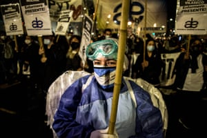 Nurses gather to demand improved working conditions