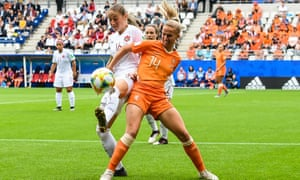 Jackie Groenen faced Janine Beckie during the Netherlands' victory against Canada at the World Cup in France this year.