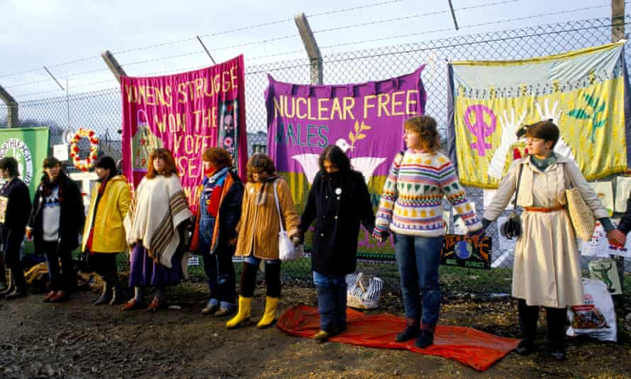 Peace protesters holding hands encircling the perimeter fence of RAF Greenham Common in Berkshire.