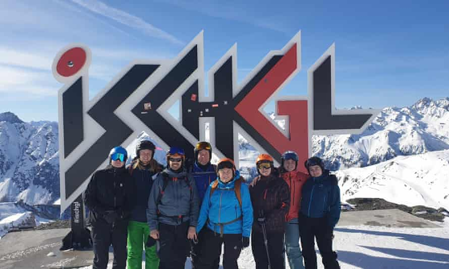 Haraldur Eyvinds Thrastarson (third from left) and friends in Ischgl: five of the eight got Covid-19.