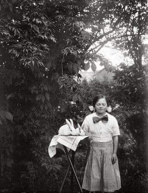 ©Upplandsmuseet Year: 1910–20He often photographed them in their homes and gardens, using the technology of the time - glass plates . These he developed in a small darkroom he had built and then made the prints in the sunlight.He used a camera with large-format negatives. After exposure and development of the negatives, he placed them in direct contact with a special photo paper in a frame under glass and exposed them to sunlight.