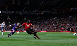 Romelu Lukaku rounded Hugo Lloris but was unable to find the empty net from a tight angle.