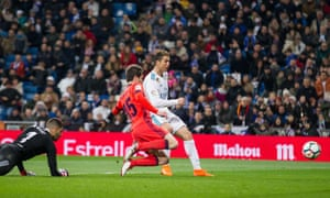 Cristiano Ronaldo scores his third and Real Madrid's fifth in the 5-2 drubbing of Real Sociedad at the Bernabéu.