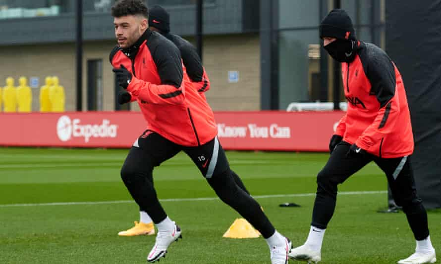 Alex Oxlade-Chamberlain trains with Liverpool for the first time since damaging knee ligaments in pre-season training.