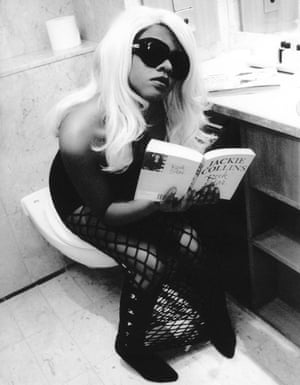 Lil' Kim. 'There were three huge bouncers banging on the door while she sat happily on the loo and read a copy of Jackie Collin's Rock Star,' recalled photographer Mick Hutson