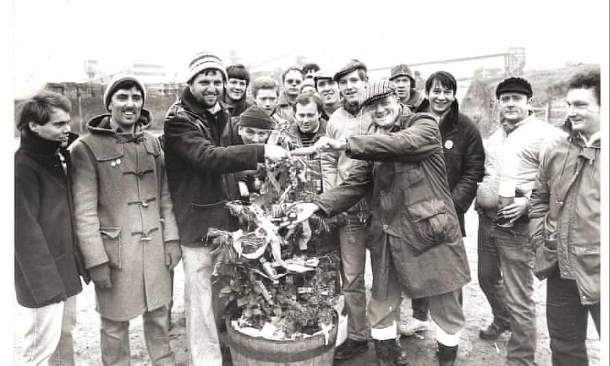 Miners on the picket line in Worksop, Christmas 1984