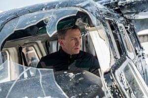 Daniel Craig as James Bon: on a mission.