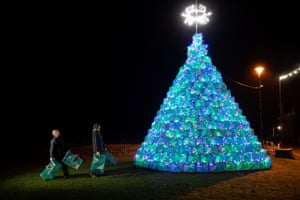 Ullapool, England.  Simon Eltingham (right) and Gordon Wink put the finishing touches to a 16ft Christmas tree