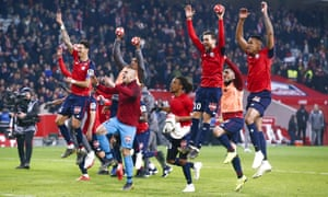 Lille players enjoy their 5-1 victory over PSG.