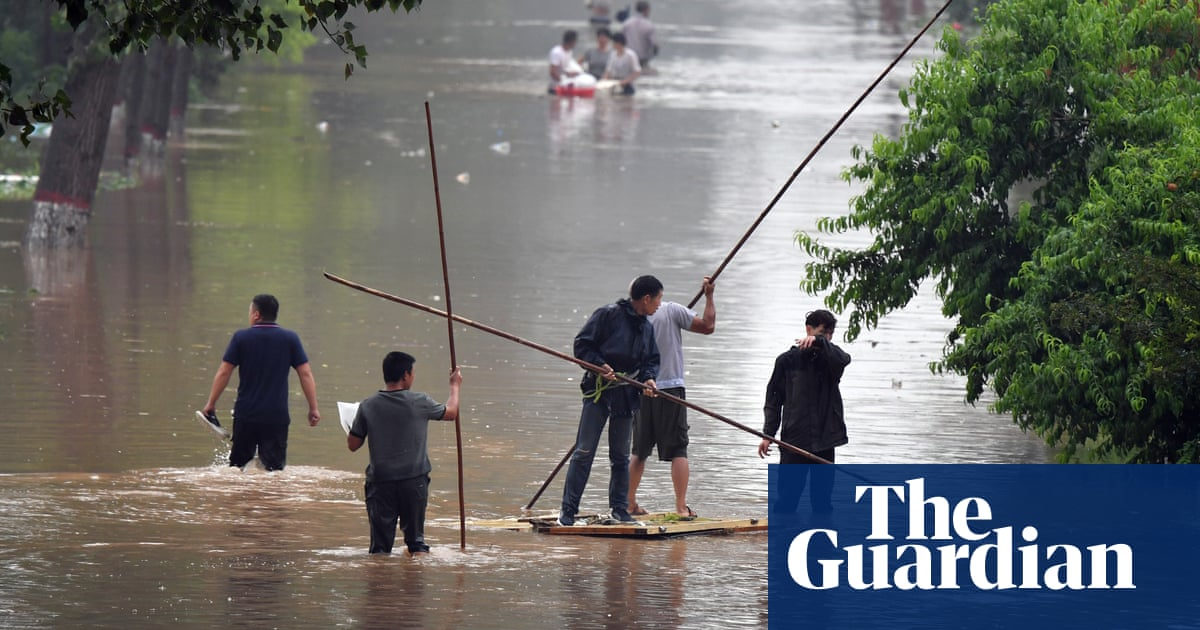China floods: thousands trapped without fresh water as rain moves north